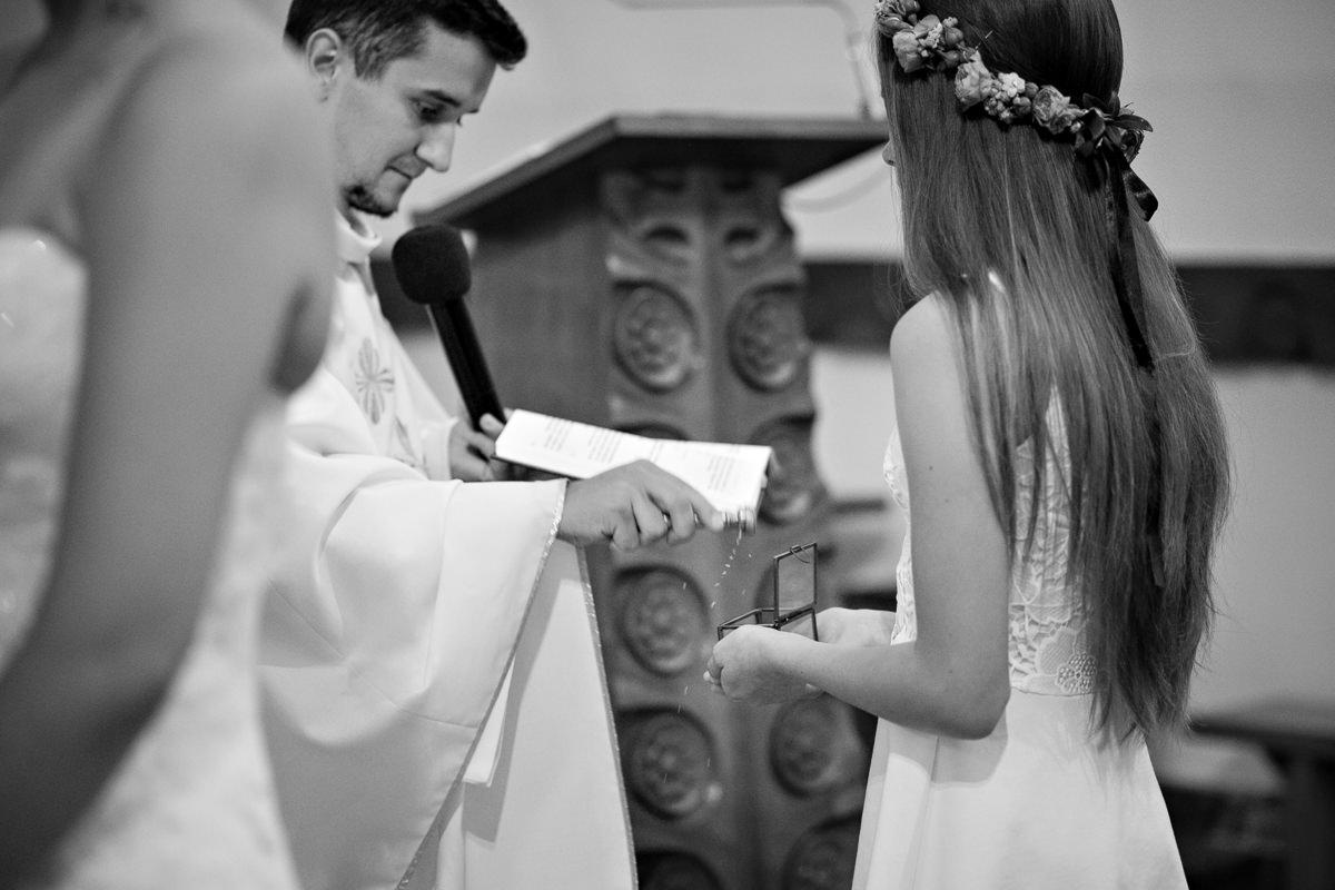 tomasz knapik, tomasz knapik pictures, fotograf nawesele, fotograf warszawa, fotograf ślubny, ślub nagłowie, przysięga, ceremonia, obrączki, ksiądz