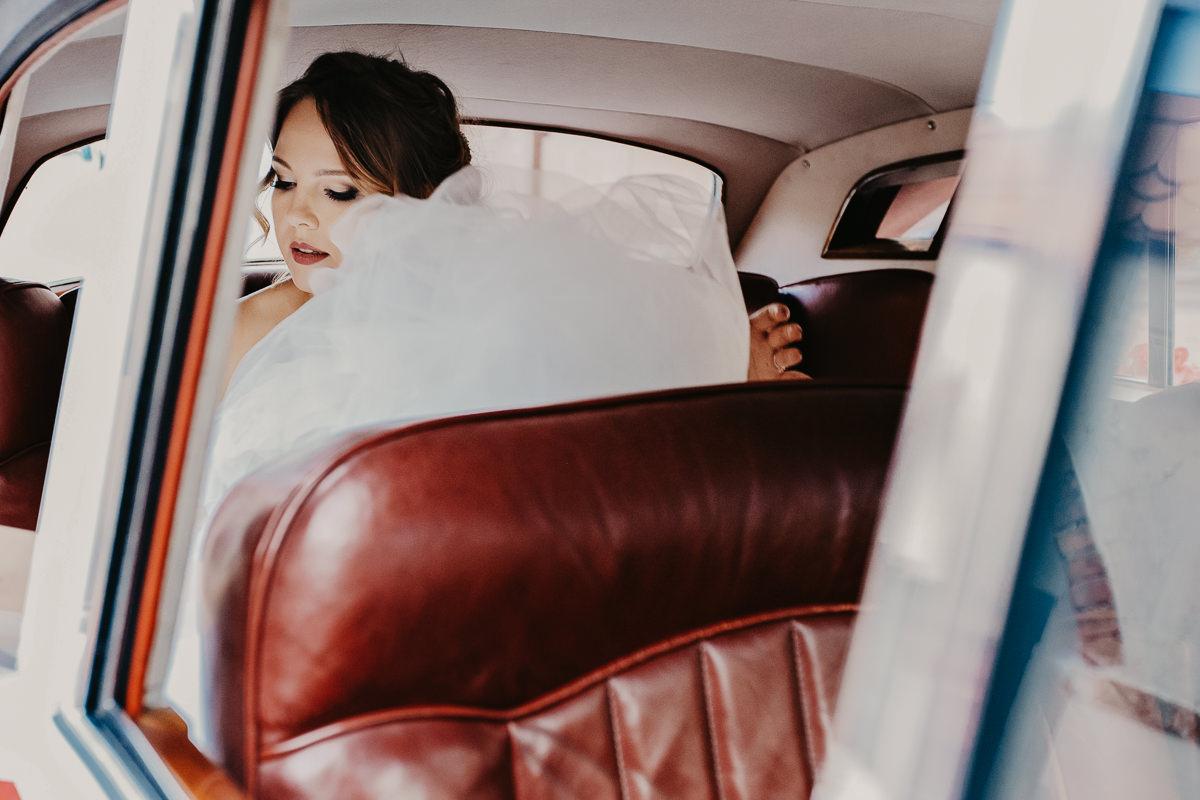 tomasz knapik, tomasz knapik pictures, fotograf nawesele, fotograf warszawa, fotograf ślubny, ślub nagłowie, pani młoda, samochód doślubu, suknia
